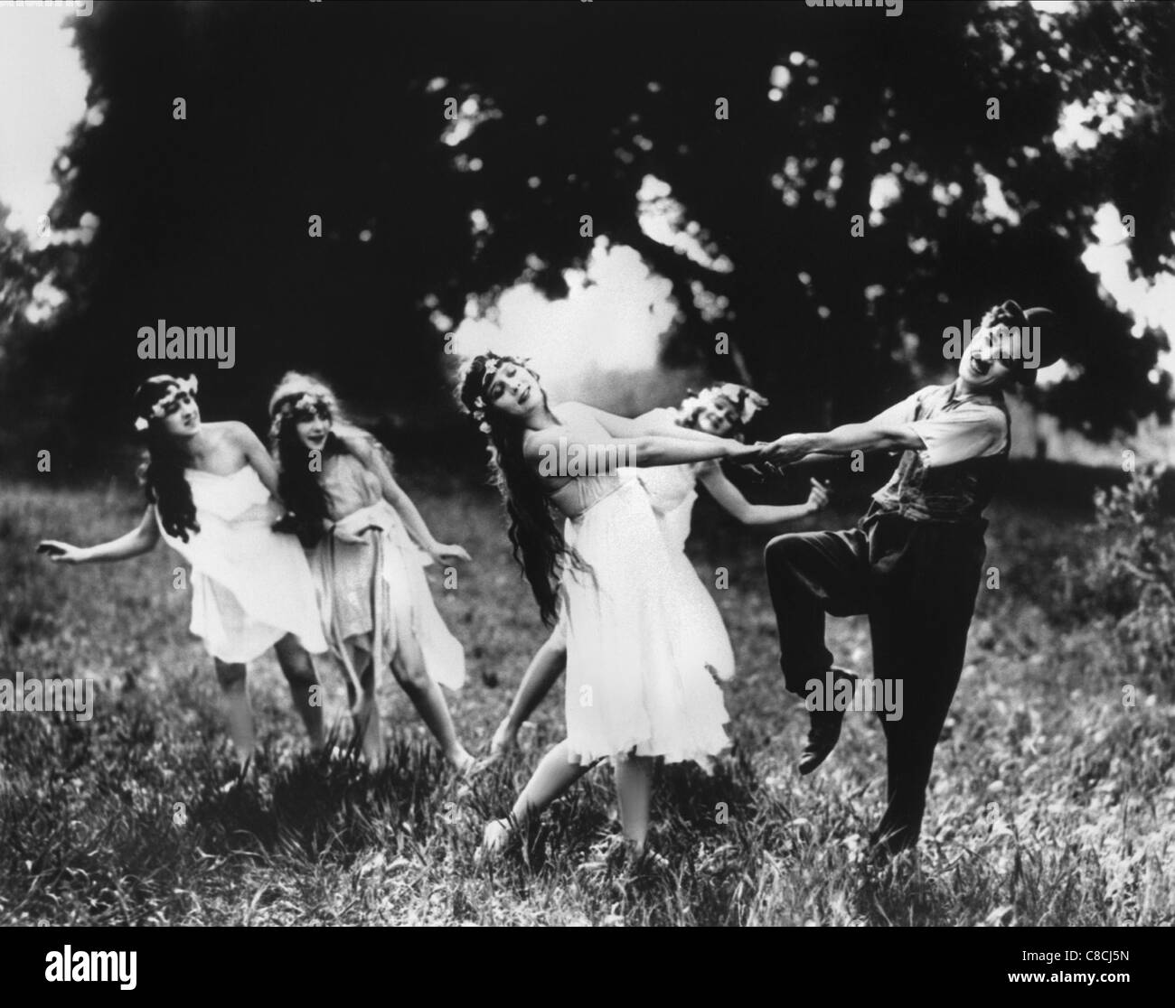 CHARLES CHAPLIN SUNNYSIDE (1919) - Stock Image