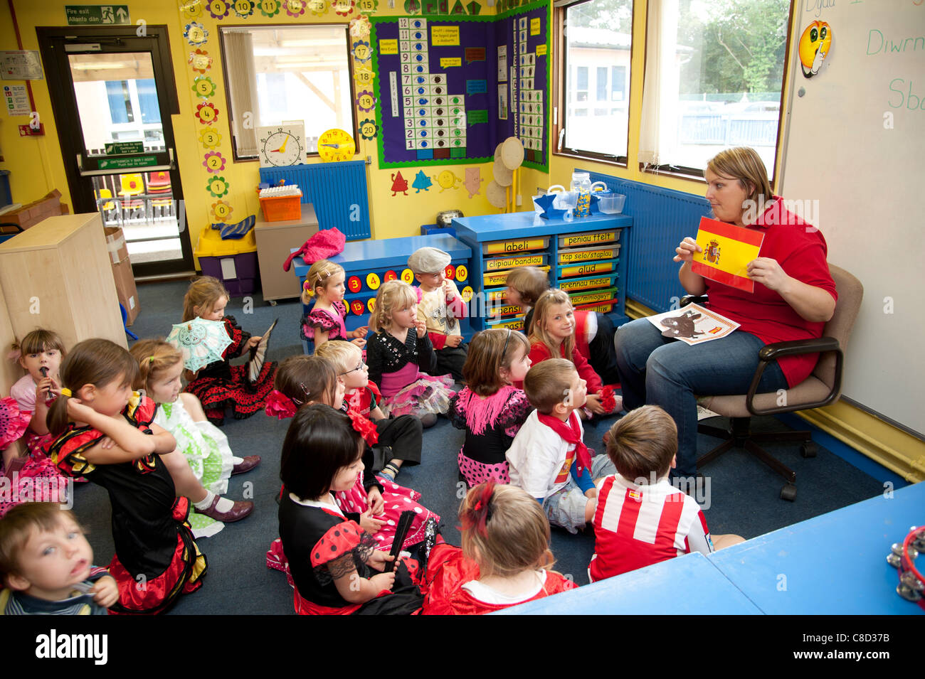 International Day - A woman teacher with children in class at a primary school talking about Spain, Wales UK - Stock Image