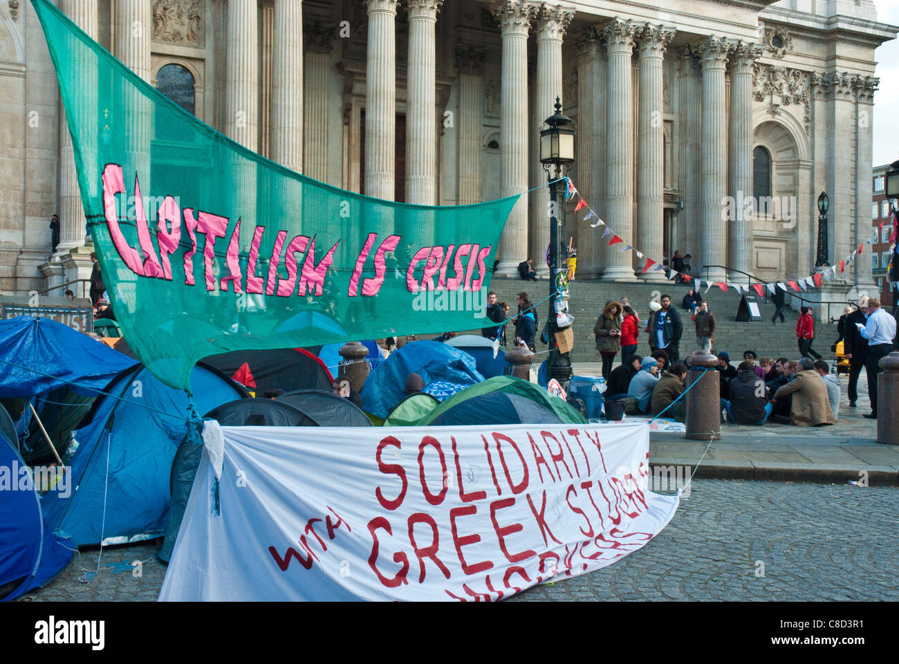 St PaulsSt Pauls, Occupy London, in front are banners 'Capitalism is Crisis' and 'Solidarity with Greek - Stock Image