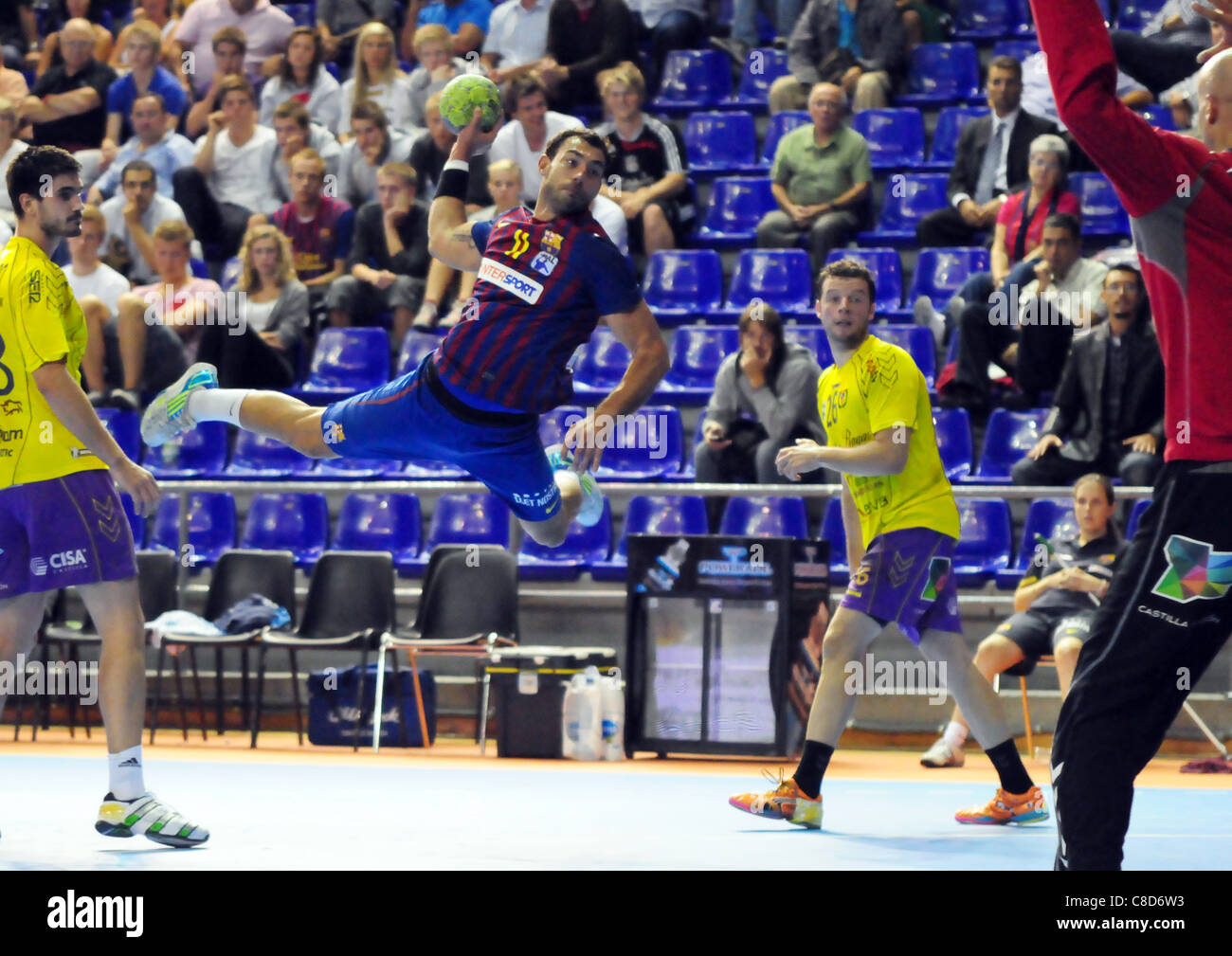Dani Sarmiento (FC Barcelona Intersport) scores versus Cuatro Rayas Valladolid in a match from the Liga ASOBAL of - Stock Image