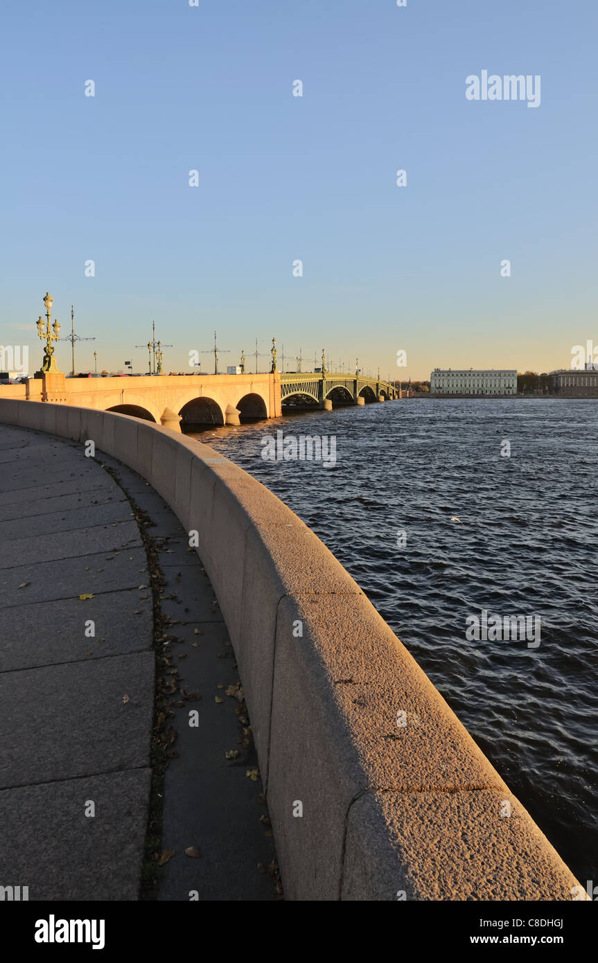 Embankment of the Neva river near Trinity Bridge (Troitskiy Most) Saint Petersburg, Russia. - Stock Image