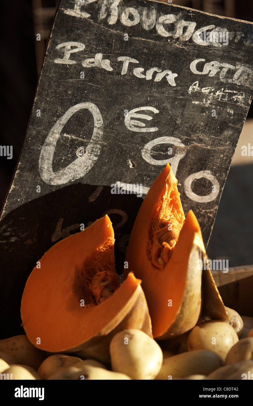 Vegetable market stall with price written on a blackboard - Stock Image