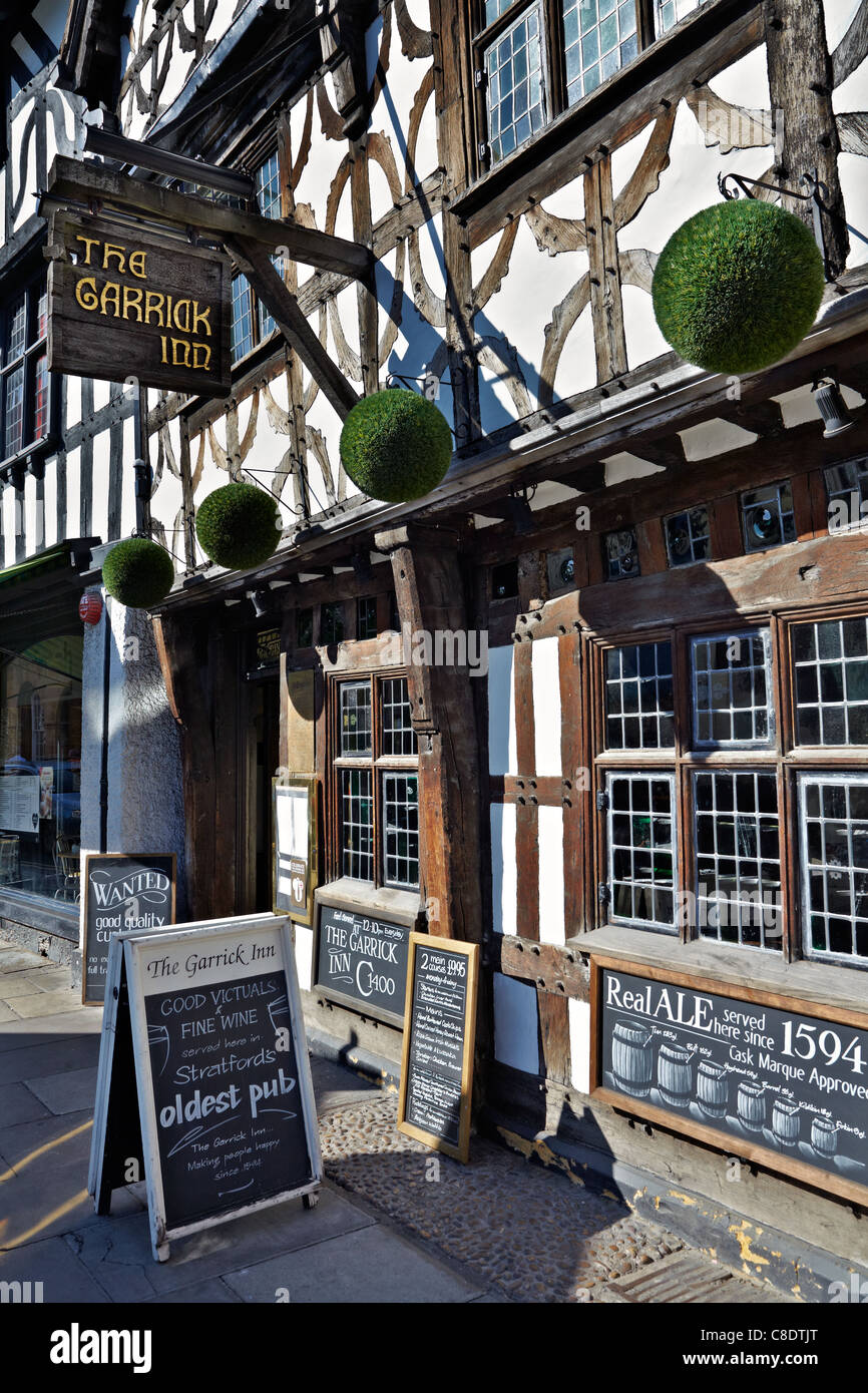 The Garrick Inn, High Street, Stratford upon Avon, England. The towns oldest public house dating back to 1594 - Stock Image