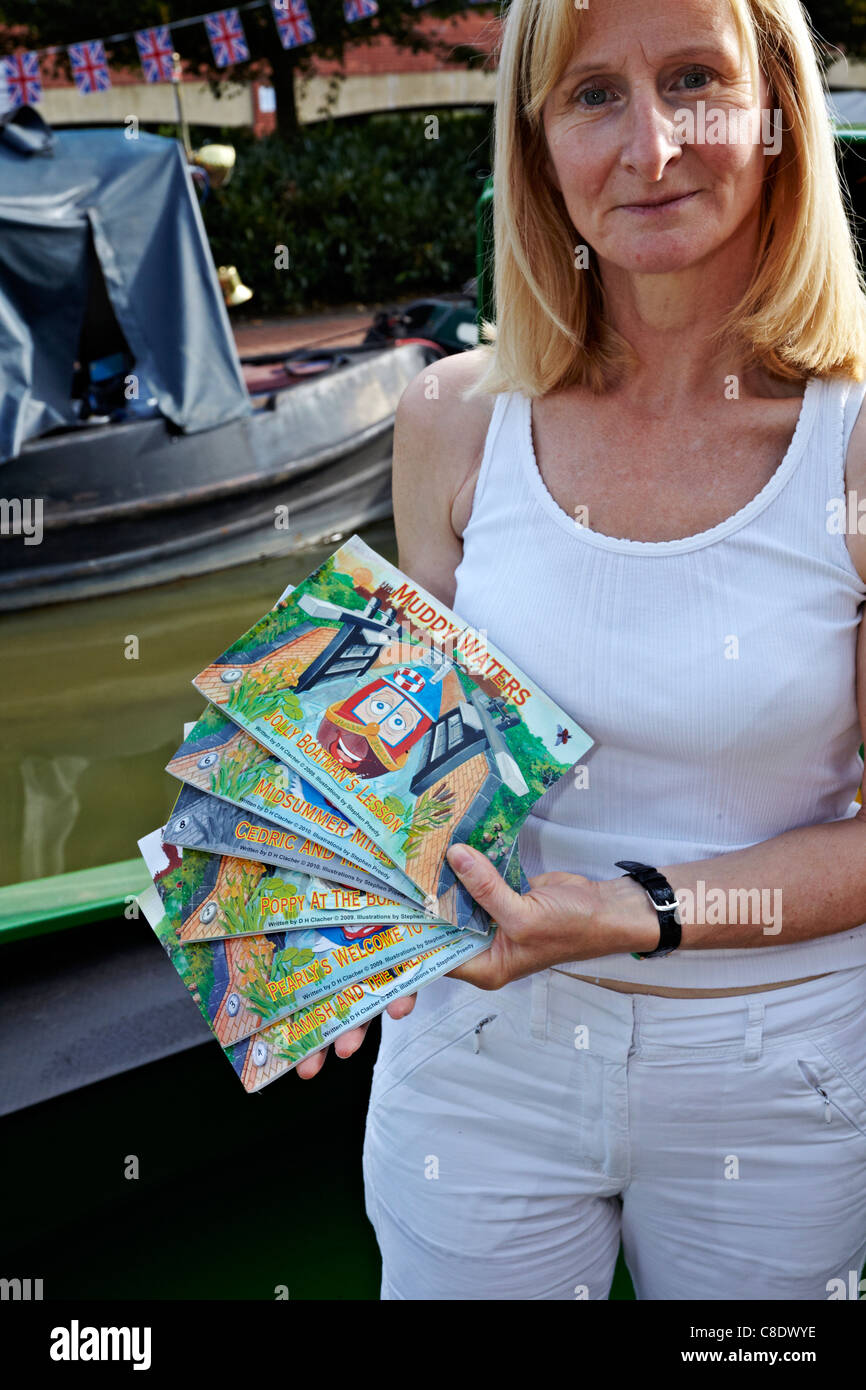 Sarah Clatcher, writer of children's canal boat book 'Muddy Waters' - Stock Image