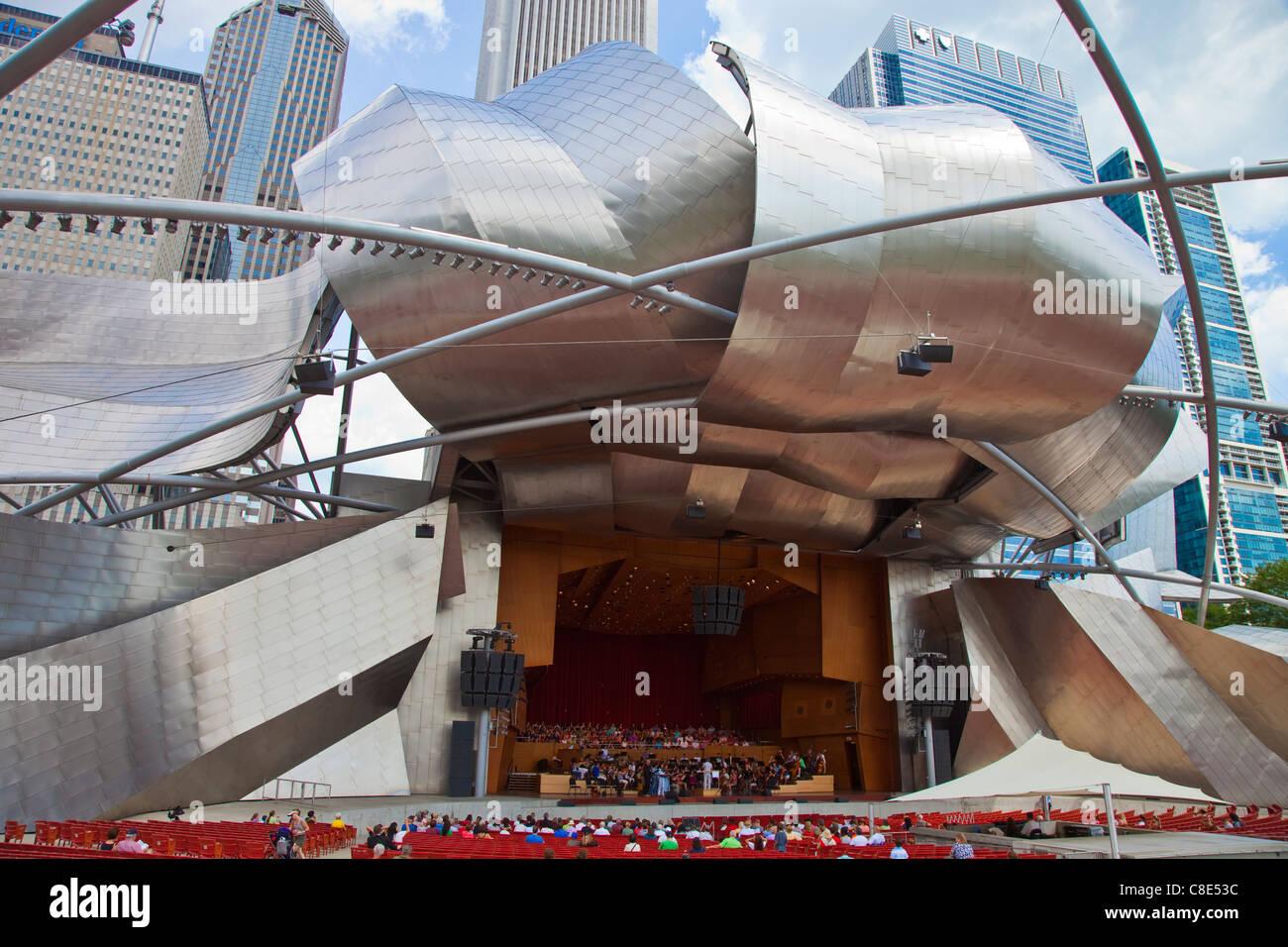 Jay Pritzker Pavilion designed by Frank Gehry, Millennium Park, Chicago, IL, USA - Stock Image