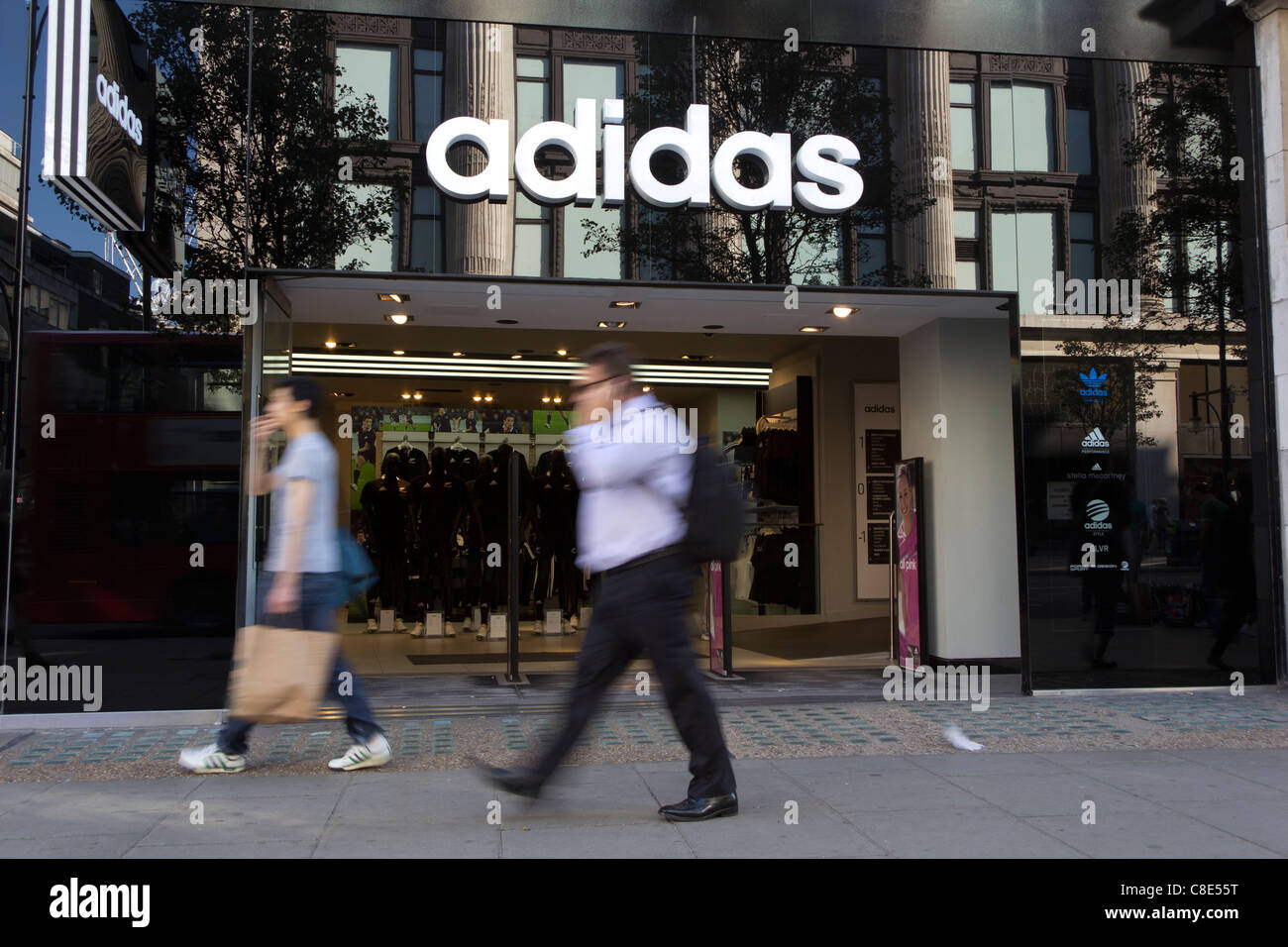 Oh amanecer Constitución  The Adidas store on Oxford Street, the busiest shopping street in Stock  Photo - Alamy