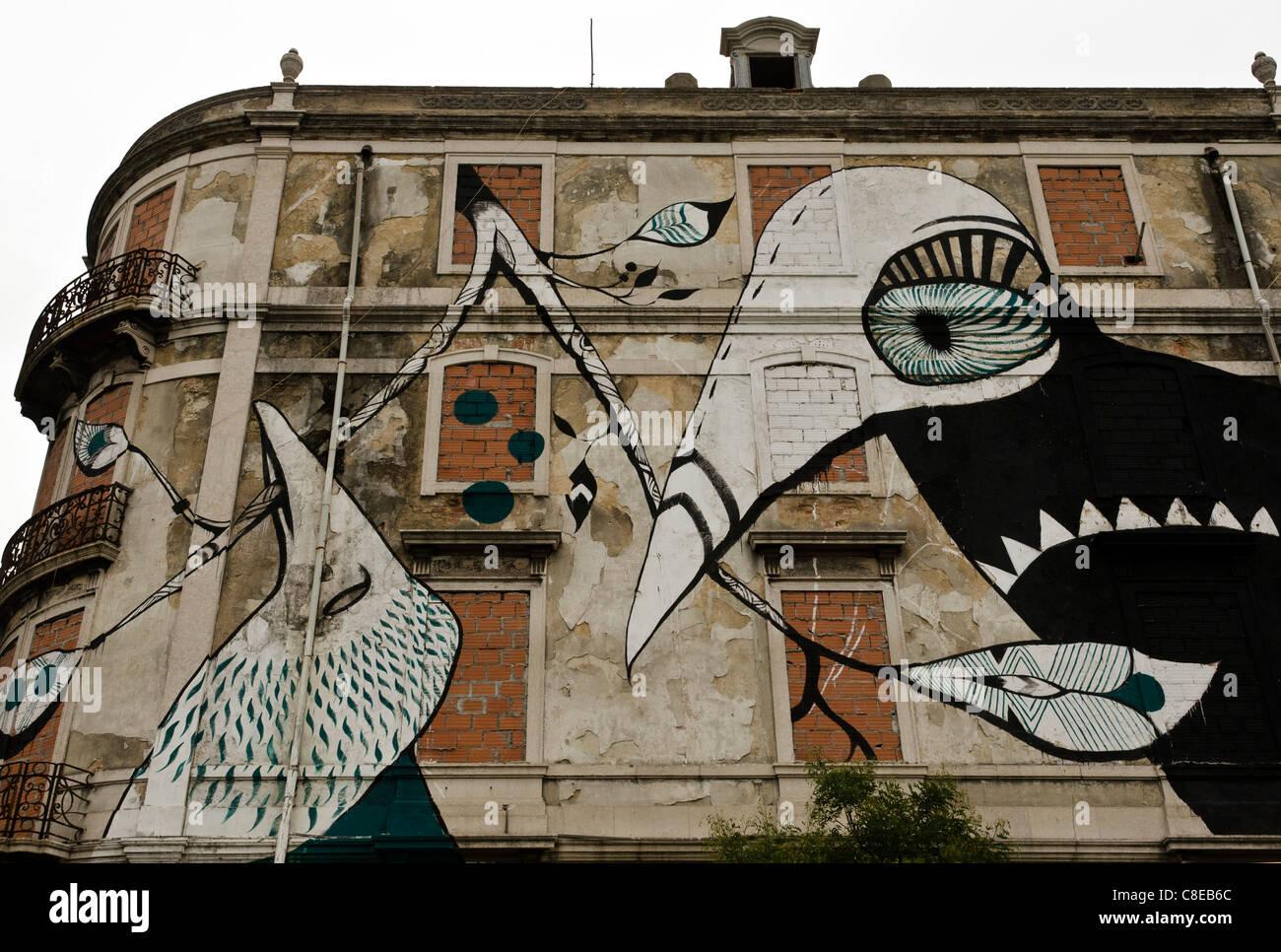 Street art murales, Lisbon, Portugal - Stock Image