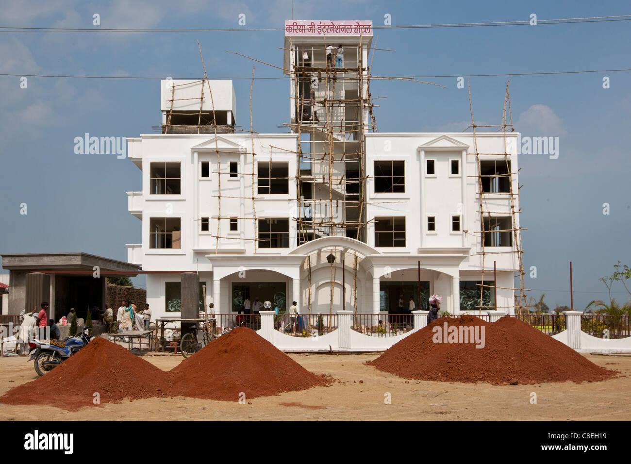 Economic growth in India - new luxury international hotel, Hotel Kariya Ji, being built near Varanasi Airport, India - Stock Image