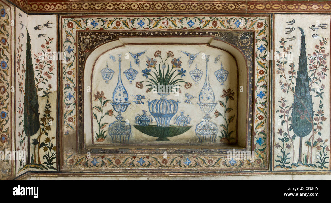 Pietra Dura stone and jewel inlay cut in marble frescoes at 17th Century Tomb of Etimad Ud Doulah, Agra, India Stock Photo