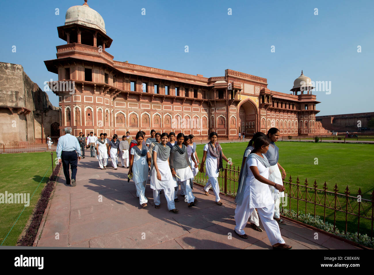 Tourists at Agra Fort the Jahangir Mahal, zenana palace residence of Rajput wives of Mughal Emperor Akbar - Stock Image