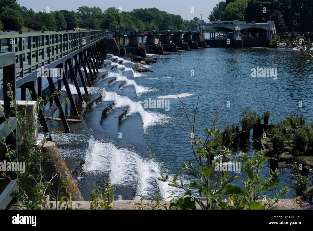 The Thames at Teddington Lock, where the river stops being tidal, Teddington, near Richmond, Surrey, England, United Stock Photo