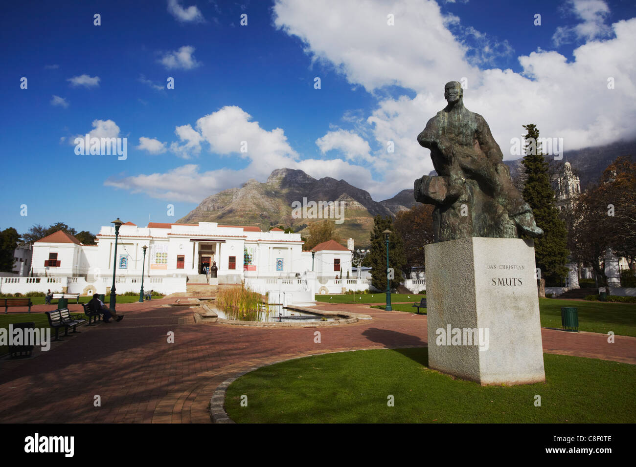 Jan Smuts statue in front of National Gallery, Company's Gardens, City Bowl, Cape Town, Western Cape, South - Stock Image