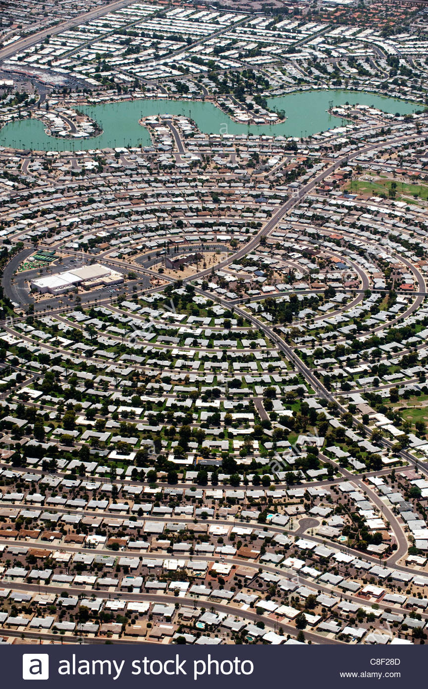 Aerial view of a high density Phoenix housing development with a lake. - Stock Image