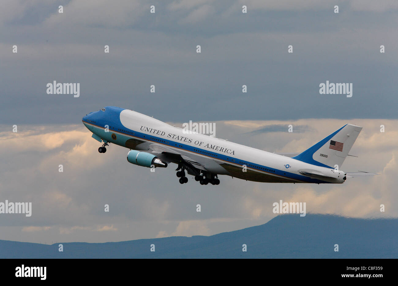 U.S. Airforce One departs from Belfast, Northern Ireland with President George Bush onboard - Stock Image