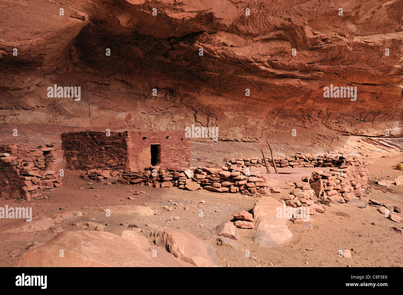 Anasazi, Cliff dwellings, Perfect Kiva, ruin, Bullet Canyon, Grand Gulch Primitive Area, Cedar Mesa, Colorado Plateau, - Stock Image