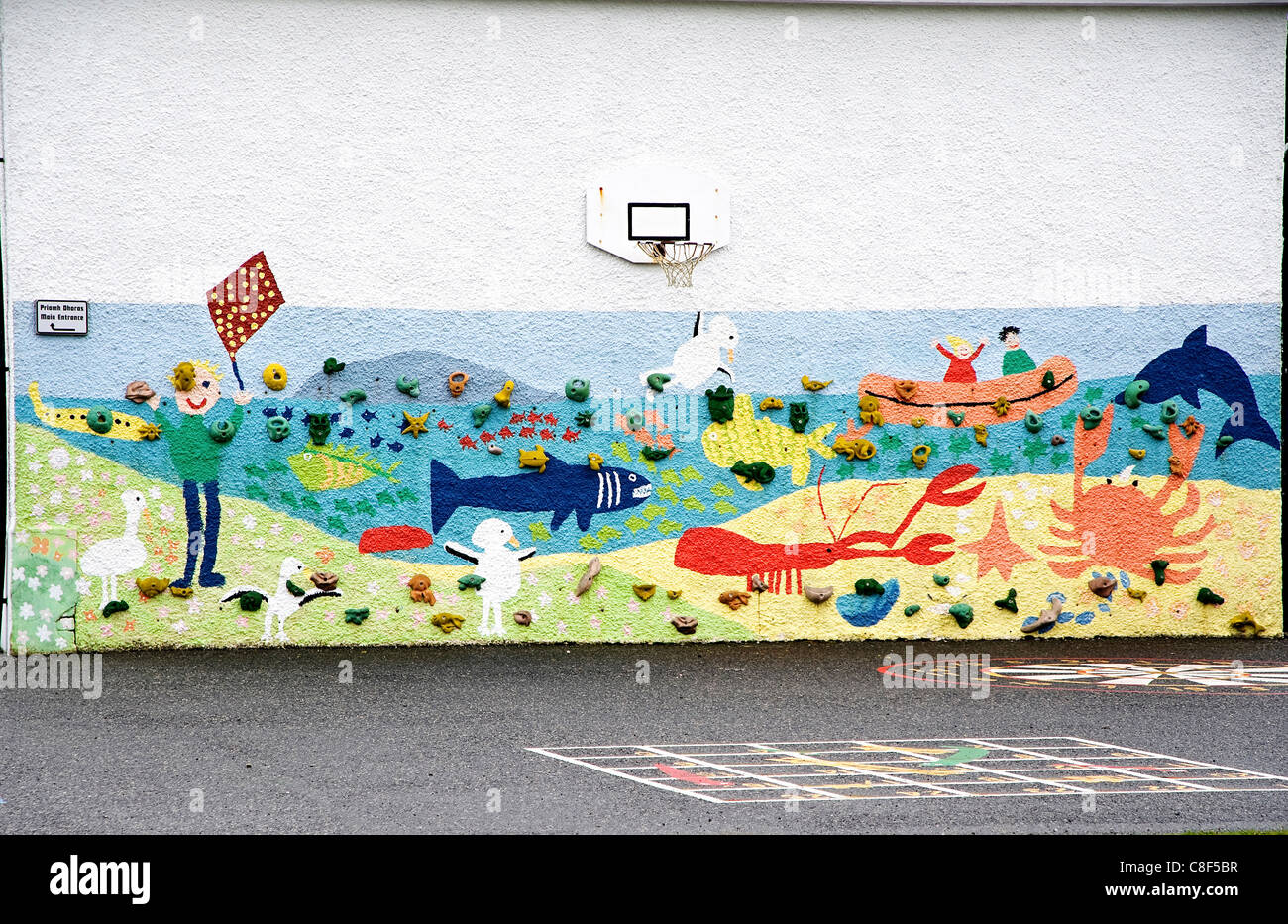 A view of mural painted on the end of Seilebost school on the Isle of Harris - Stock Image