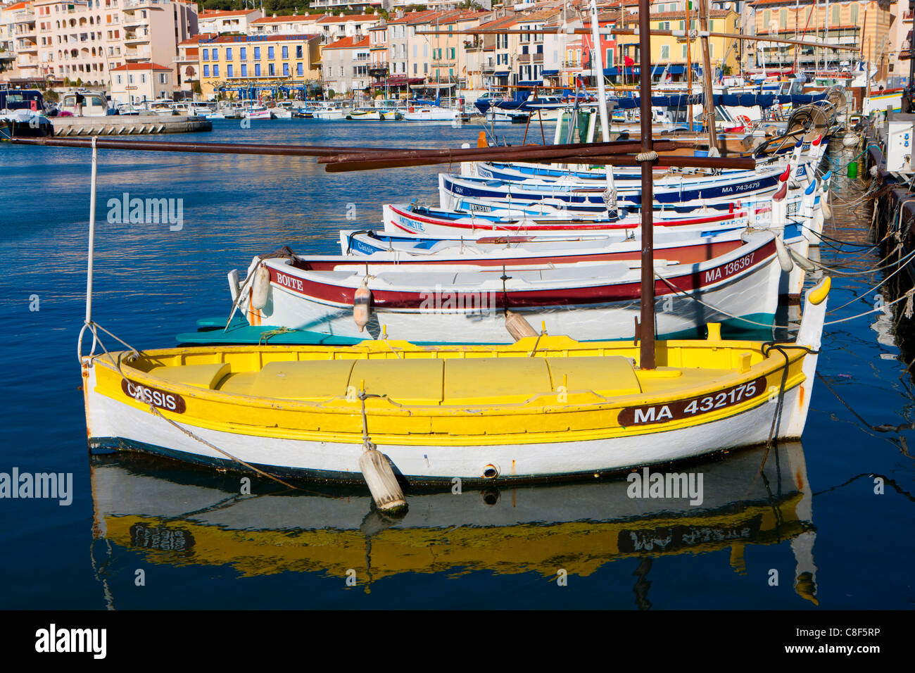 Cassis, France, Europe, Côte d'Azur, Provence, Bouches-du-Rhône, town, city, houses, homes, harbour, - Stock Image