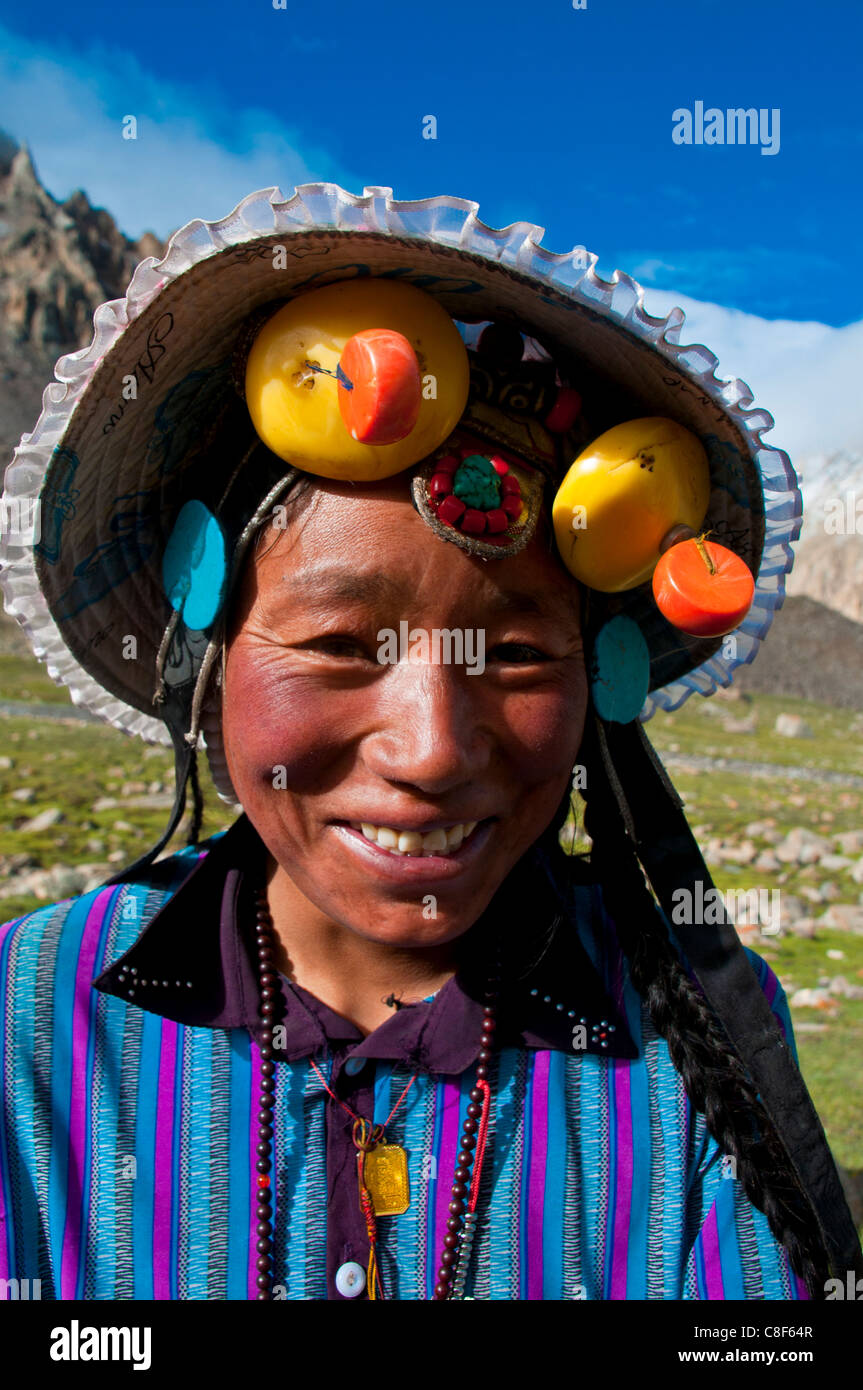 Pilgrim doing the Kora around the holy mountain Mount Kailash in Western Tibet, China - Stock Image