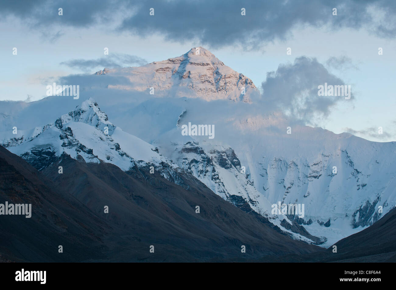 Mount Everest (Mount Sagarmatha, Zhumulangma Peak, the world's highest mountain, 8,848 metres above sea level, - Stock Image