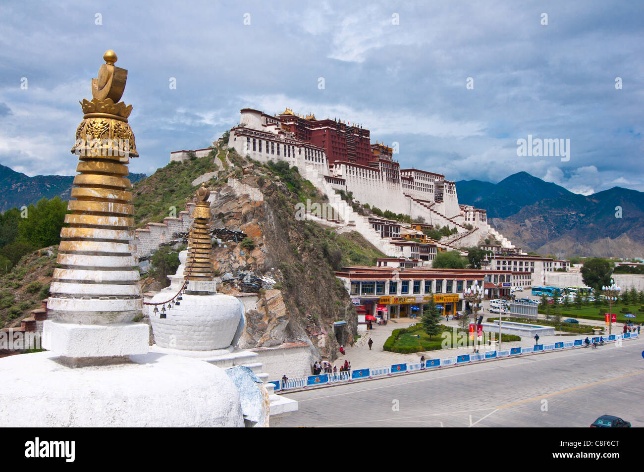 The Potala Palace former chief residence of the Dalai Lama, UNESCO World Heritage Site, Lhasa, Tibet, China - Stock Image