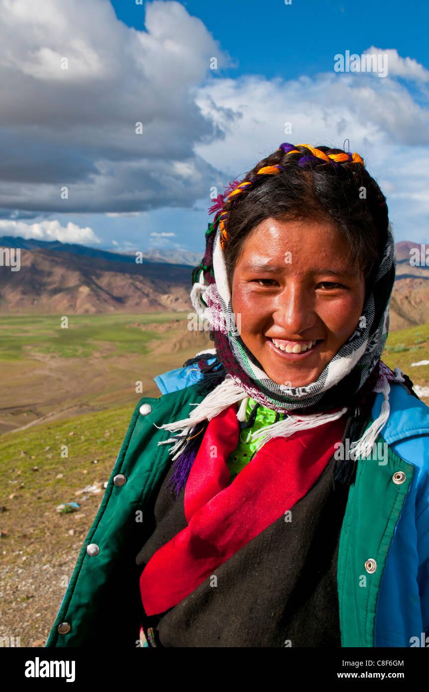 Young friendly Tibetan woman, Southern Tibet, China - Stock Image