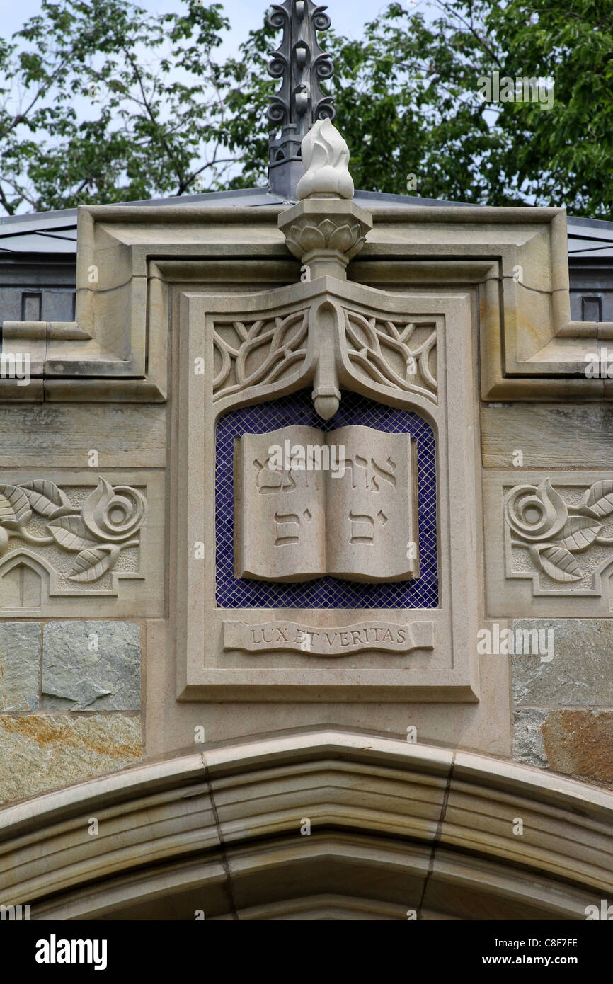 Yale University Coat of Arms with Hebrew motto - Stock Image