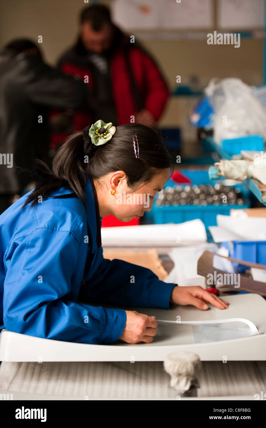 Worker, mobile satellite dish technological industry, Hebei, Province of Hebei, China Stock Photo