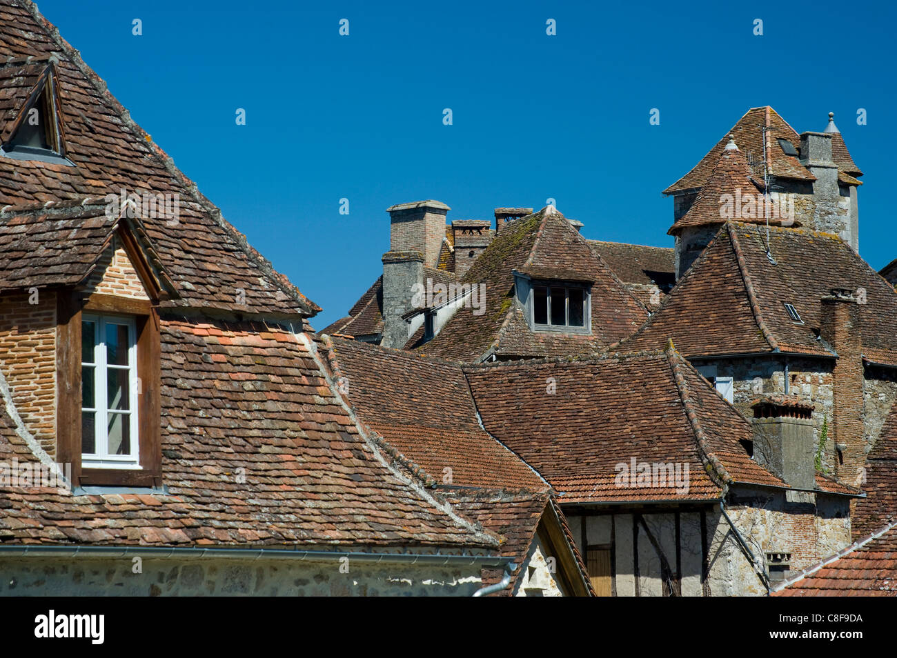 Rooftops in village of Carennac and typical Quercy architecture on the banks of the Dordogne River, Dordogne, France - Stock Image