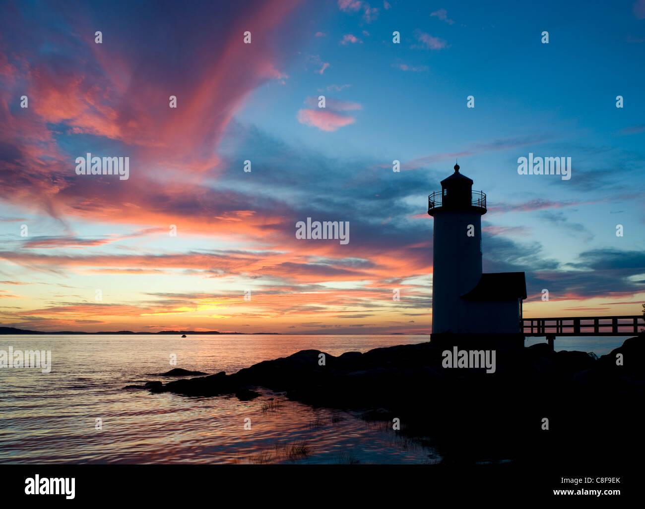 Silhouette of the Annisquam lighthouse at sunset, Annisquam near Rockport, Massachussetts, New England, USA - Stock Image