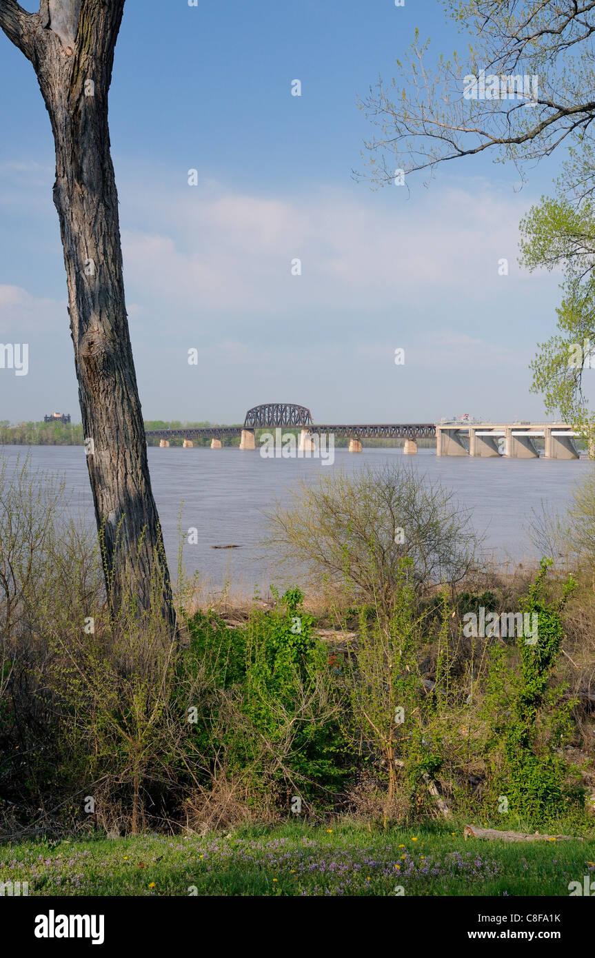 The Fourteenth Street Bridge, also known as the Ohio Falls Bridge, Pennsylvania Railroad Bridge or the Conrail Railroad - Stock Image