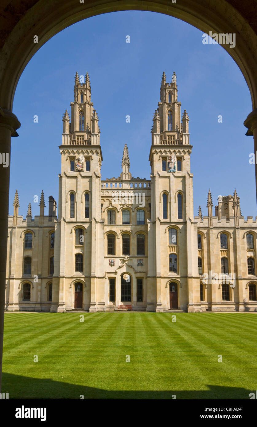 The inner walls and quadrangle of All Souls College, Oxford, Oxfordshire, England, United Kingdom - Stock Image