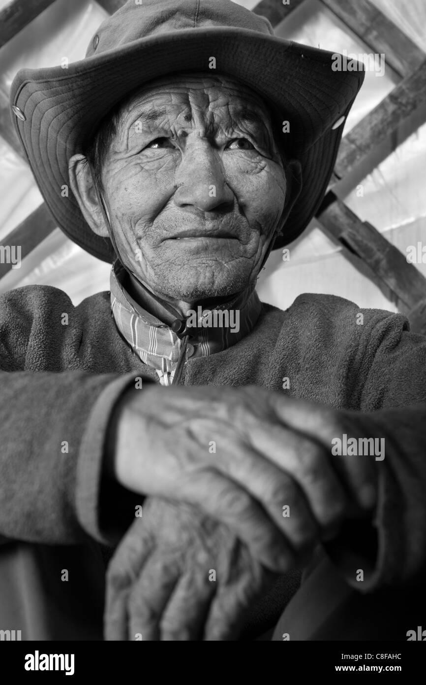 Portrait of Mongolian old man inside ger, Tsagaan Nuur, Khovsgol, Mongolia - Stock Image
