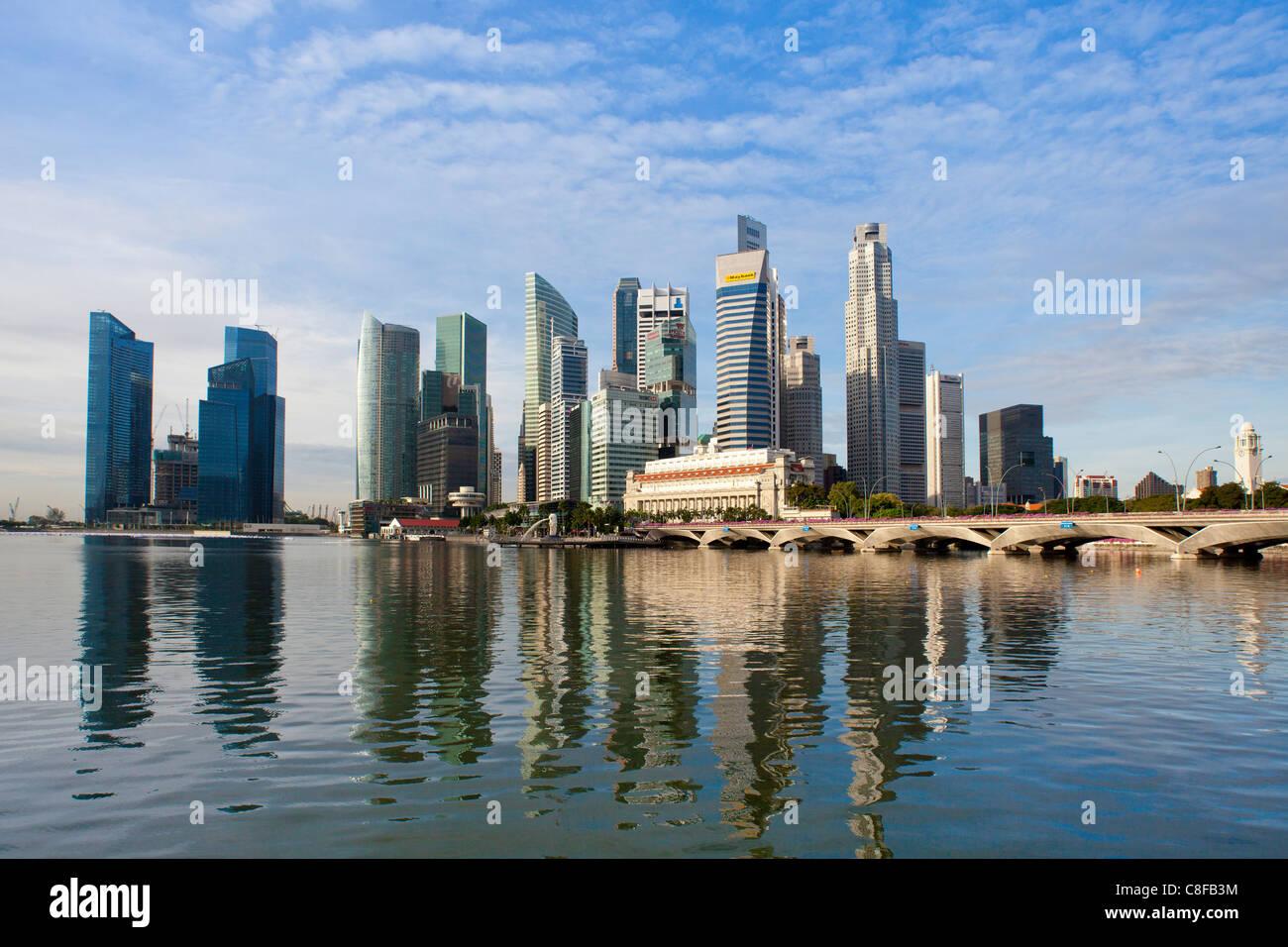 Singapore, Asia, Downtown, Skyline, blocks of flats, high-rise buildings, skyscrapers, shores, bridge, sea, bay - Stock Image
