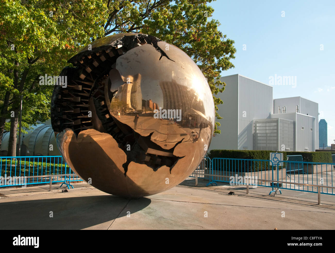 Arnaldo Pomodoro's 'Sphere within a Sphere' at the United Nations Headquarters in New York City. The - Stock Image