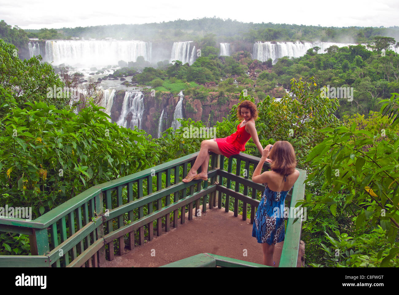2 girls, model shoot on platform, Iguazu, Iguaçu Falls, Cataratas do Iguaçu, Cataratas del Iguazú. - Stock Image
