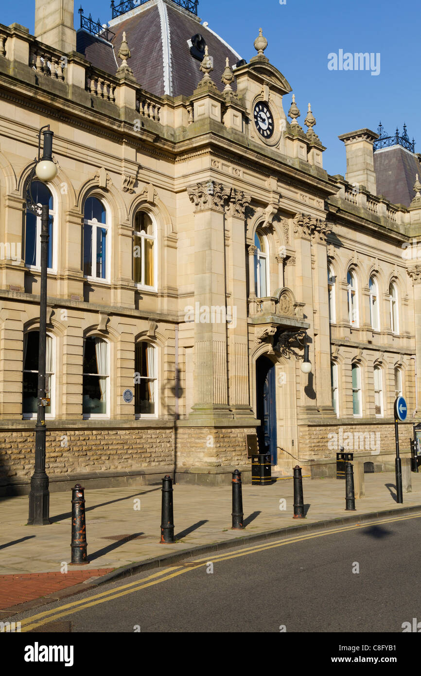 Entrance to Wolverhampton Magistrates Court building - Stock Image