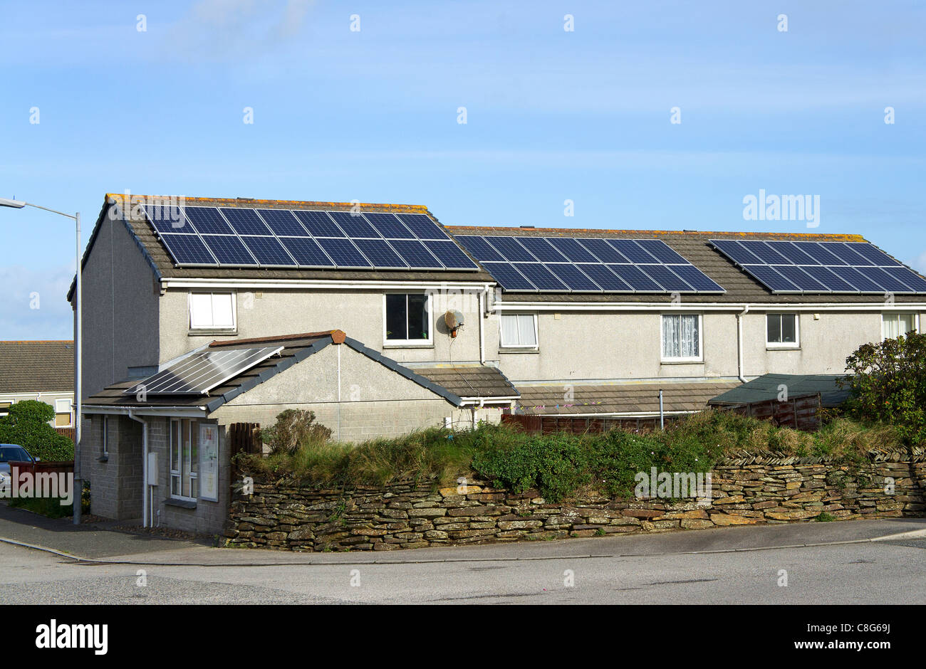 solar panels fitted on council houses in redruth, cornwall, uk - Stock Image