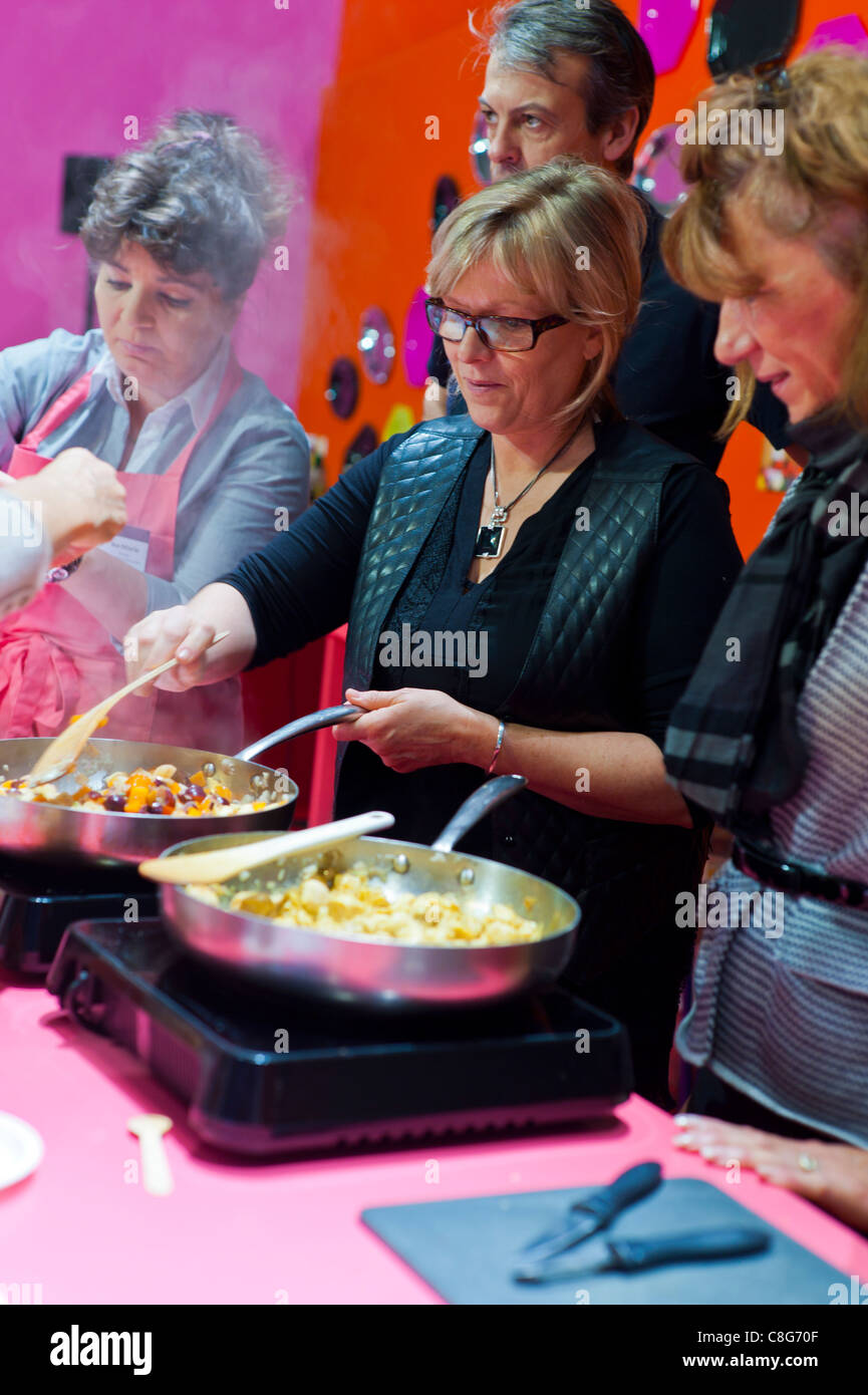 Paris, France, French Women in Cooking Class at Autumn Trade Show, 'Grelinette et Cassolettes', (Chicken - Stock Image