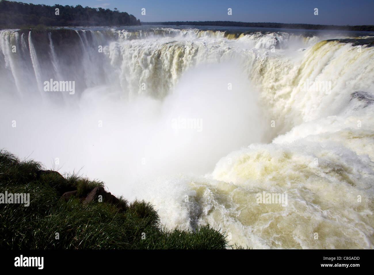 View of the Garganta del Diablo (Devil's Throat, Iguassu Falls from the Argentinian side, UNESCO World Heritage - Stock Image