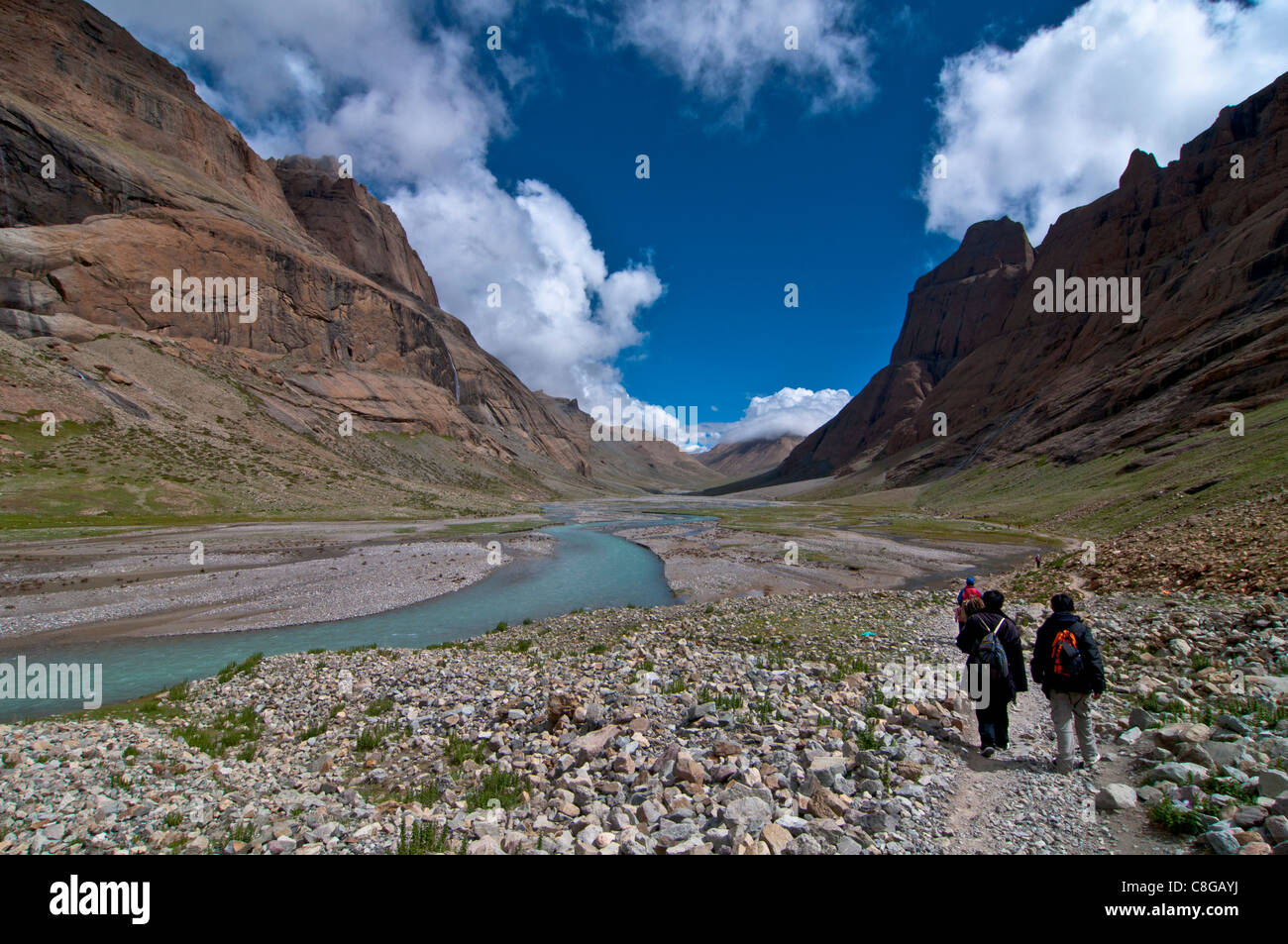 Pilgrims doing the Kora around the holy mountain Mount Kailash in Western Tibet, China - Stock Image