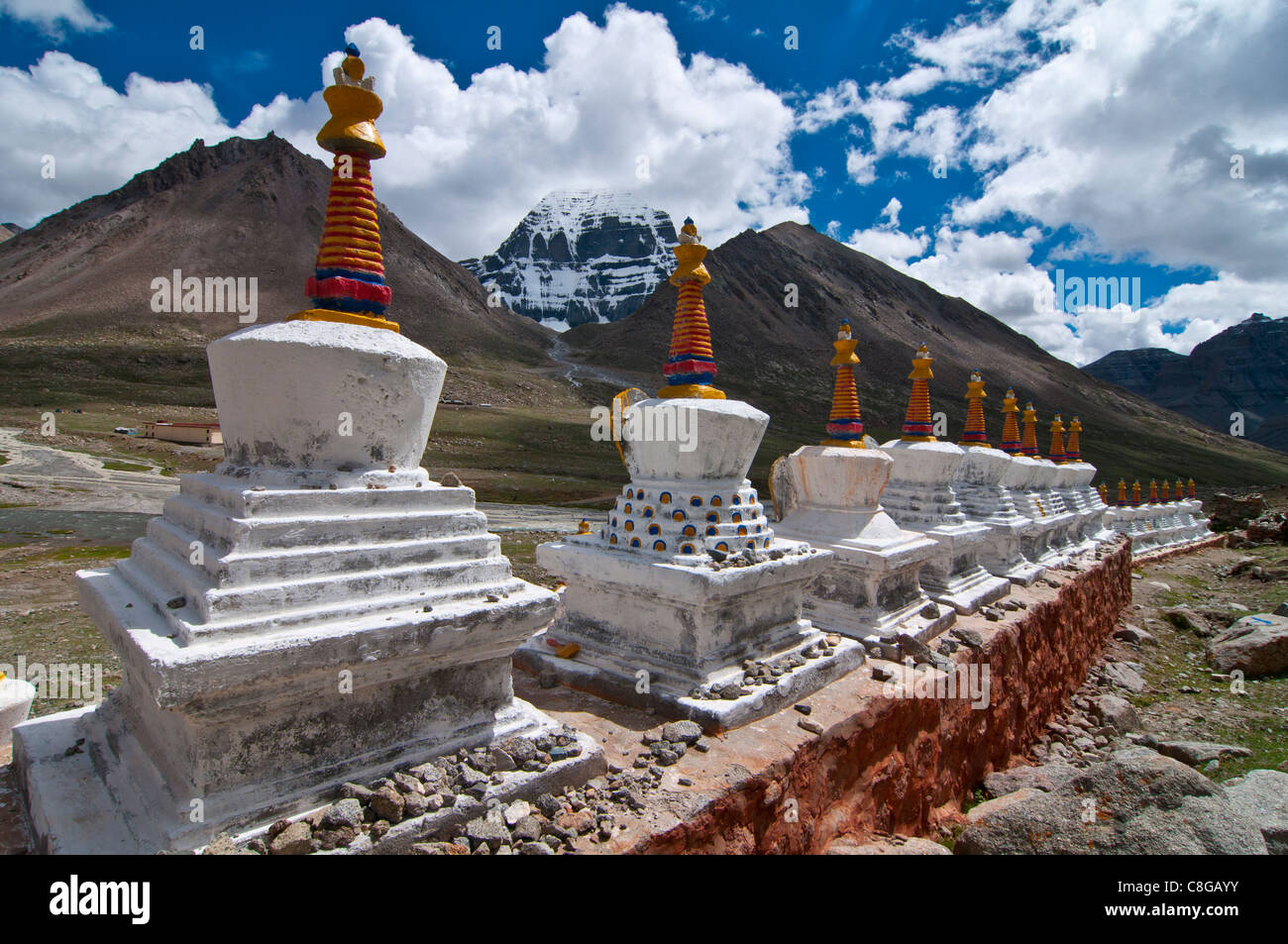Chortens, prayer stupas below the holy mountain Mount Kailash in Western Tibet, China - Stock Image
