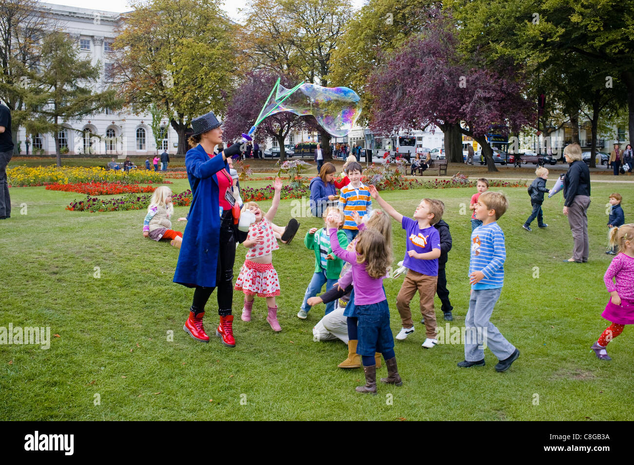 The Bubbleologist - a kids entertainer using a bubble sword to create a giant bubble that captivates young children. - Stock Image