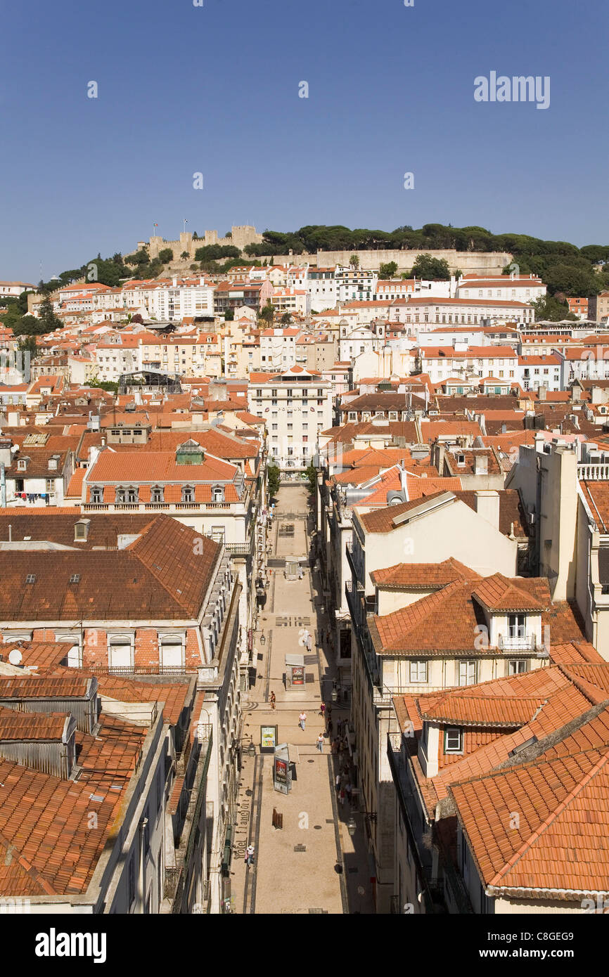 The tiled roofs of the central Baixa District run towards the Castle of St George (Castelo Sao Jorge, Lisbon, Portugal - Stock Image