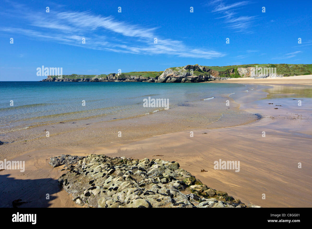 Broad Haven beach in spring sunshine, Pembrokeshire National Park, Wales, United Kingdom - Stock Image