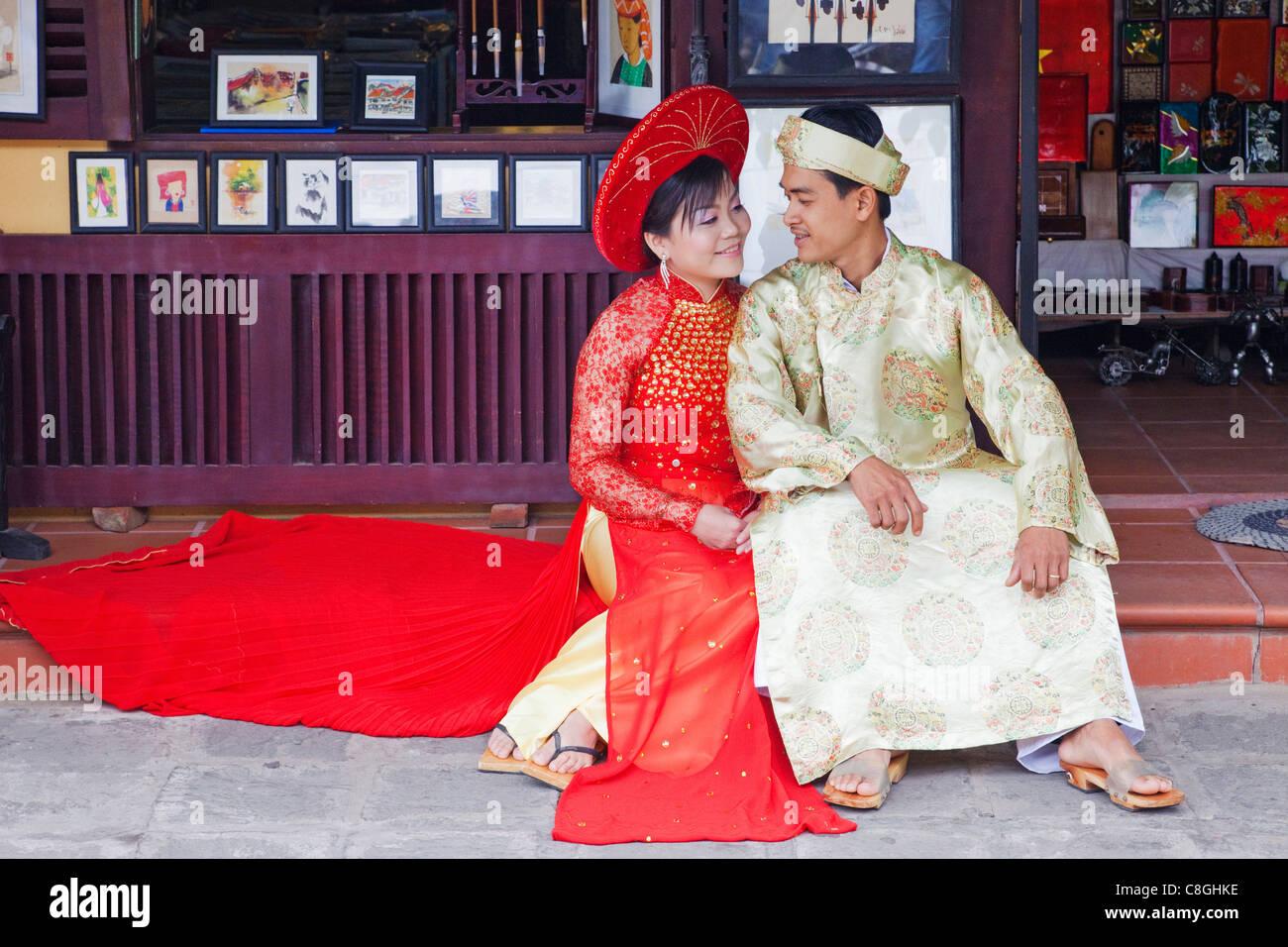 Wedding Couple Vietnam Asia Stock Photos & Wedding Couple Vietnam ...