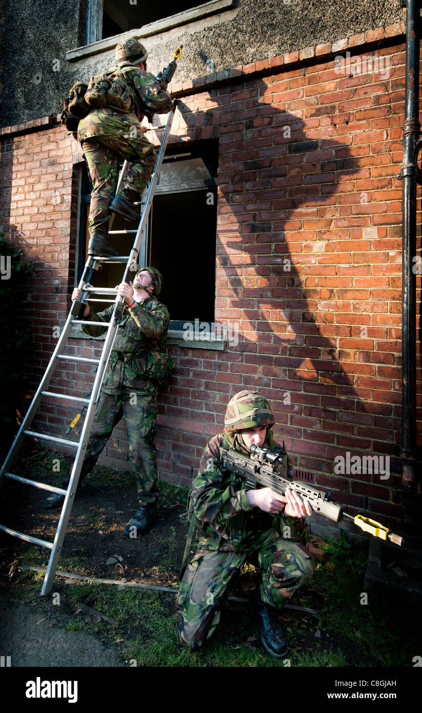 UK Territorial Army soldiers undergoing training at Catterick Garrison - Stock Image