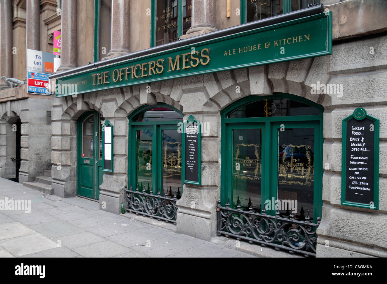 The Officers Mess Ale House (public house or pub) on Victoria Street, Liverpool town centre, UK. - Stock Image