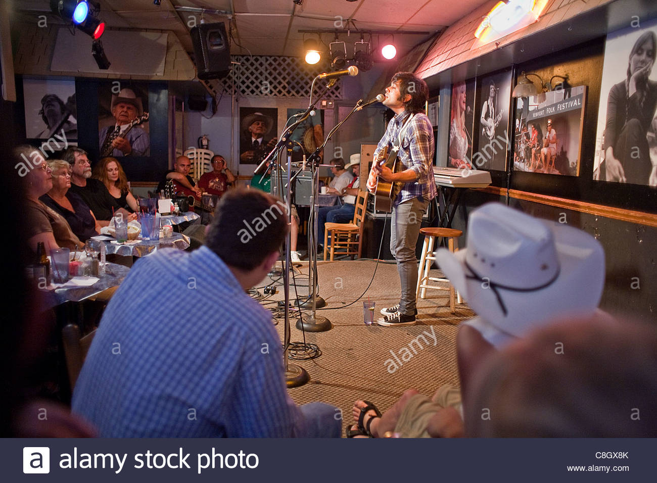 Open mic at the Bluebird Cafe at night. - Stock Image