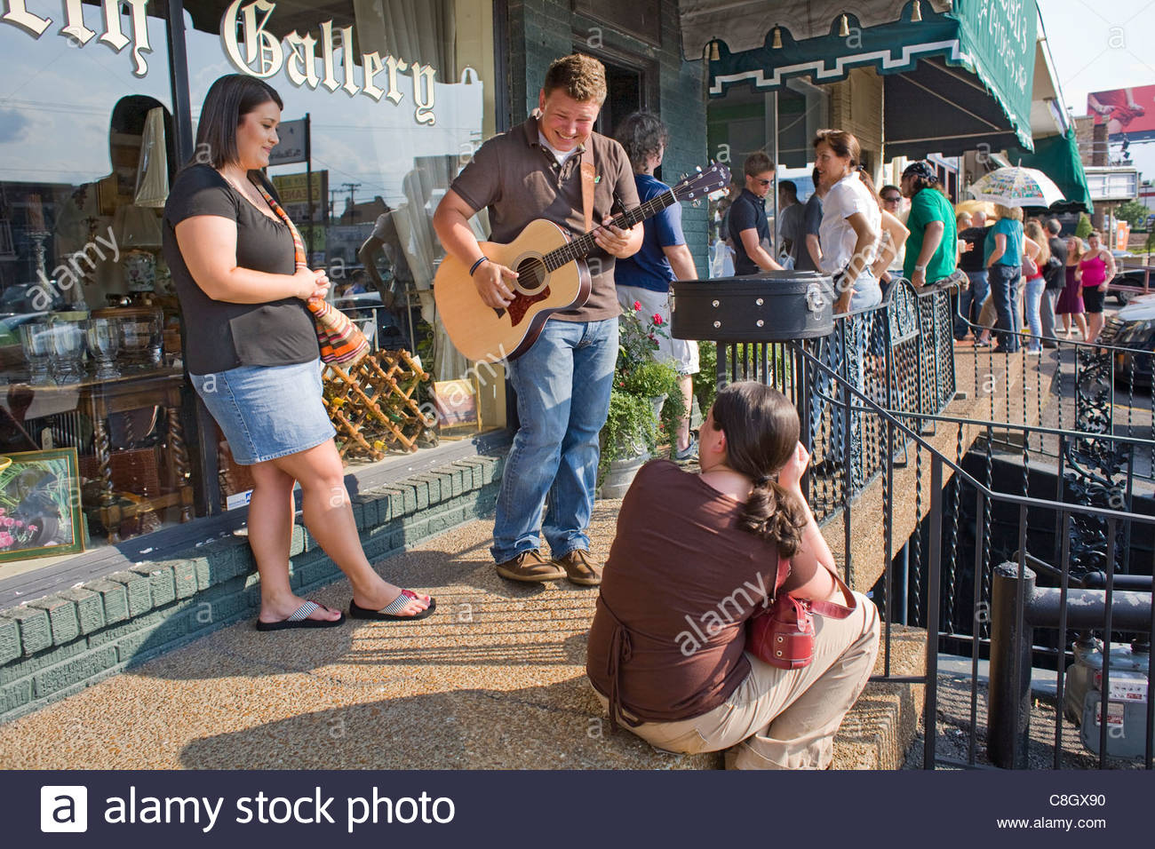 Musicians warm up outside the Bluebird Cafe for open mic tryouts. - Stock Image