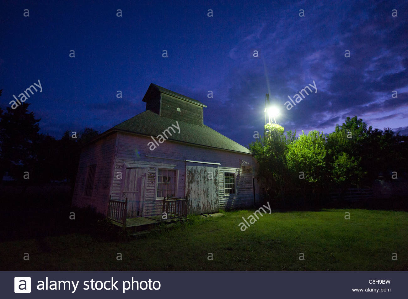 A old building on a farm in Wilson, KS. - Stock Image